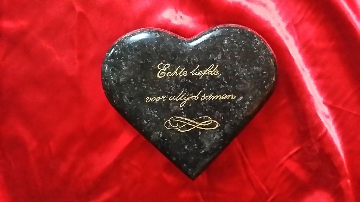 geschenk idee voor moeder en vaderdag vanaf 49 nieuws heart rock natuursteen. Black Bedroom Furniture Sets. Home Design Ideas