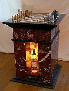 Chess Whisky table in Old English Style Sculpturen